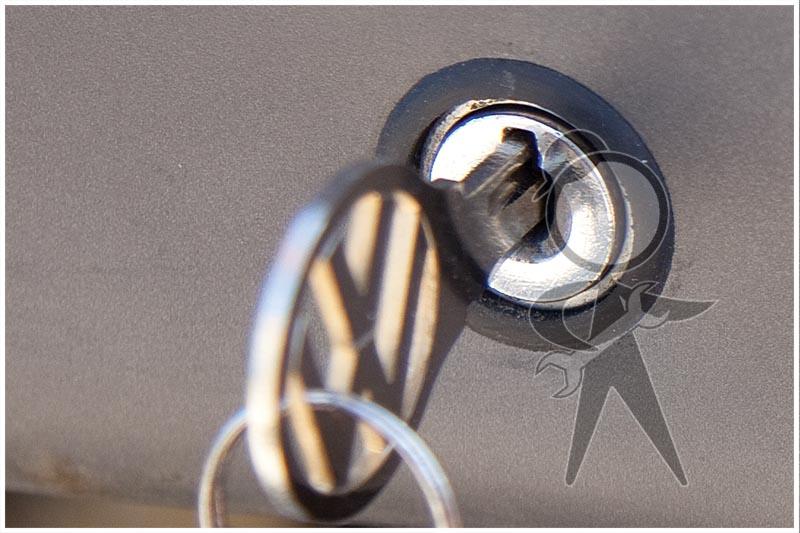 For 1971 Volkswagen Karmann Ghia Ignition Switch 63357BM